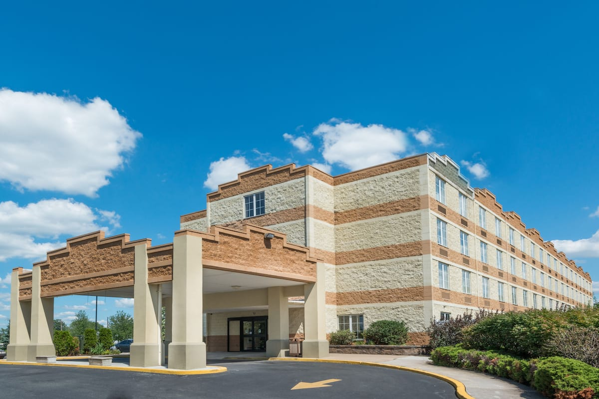 Exterior Of Days Inn Pottstown Hotel In Pennsylvania