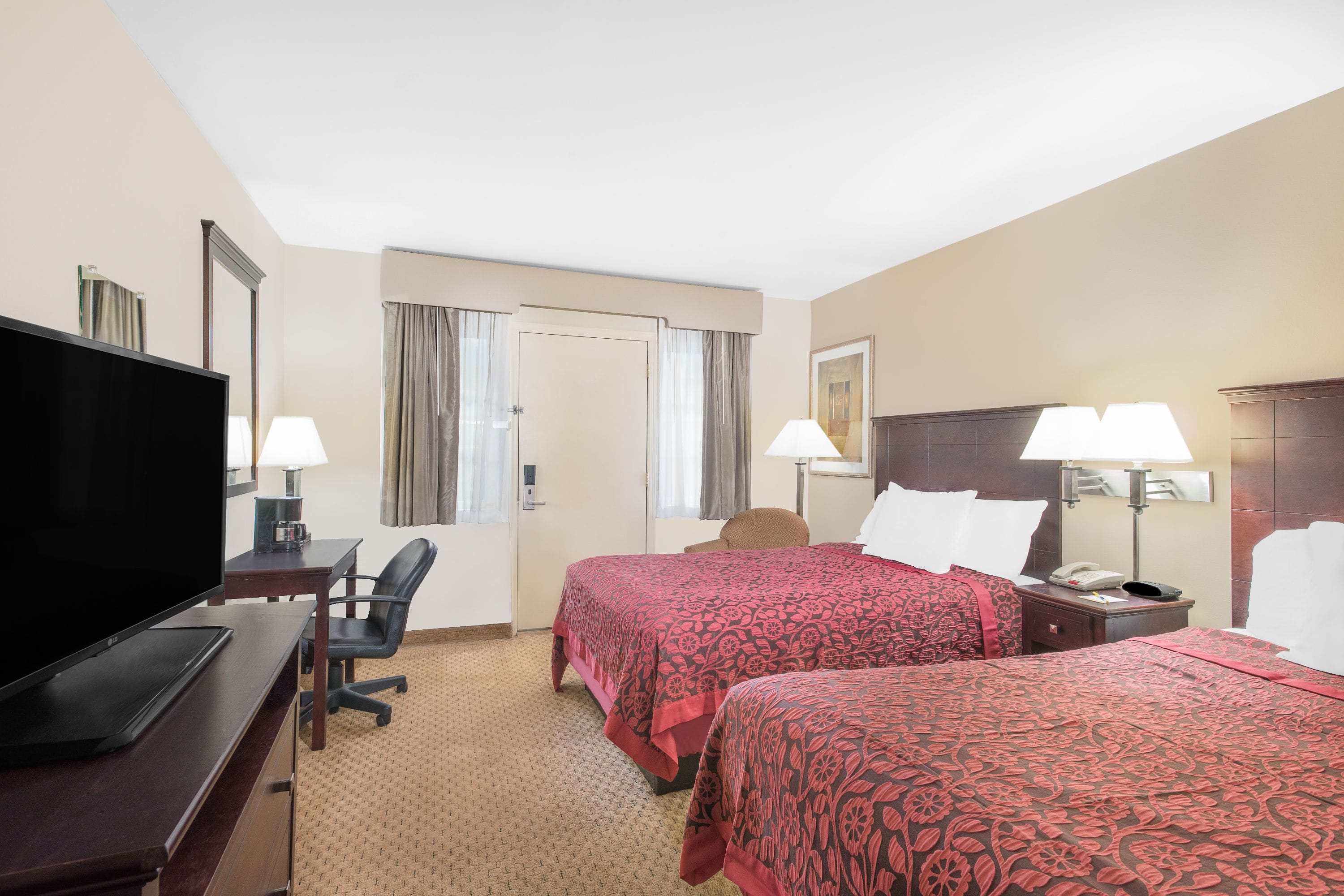 Guest room at the Days Inn Springfield/Phil.Intl Airport in Springfield, Pennsylvania