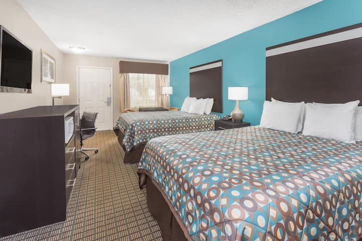 Guest room at the Days Inn Barnwell in Barnwell, South Carolina