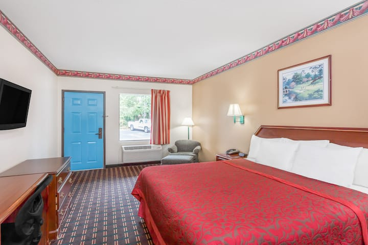 Guest room at the Days Inn North Columbia Ft. Jackson in Blythewood, South Carolina