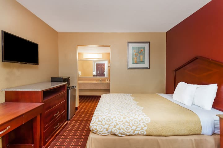 Guest room at the Days Inn Columbia in Columbia, South Carolina