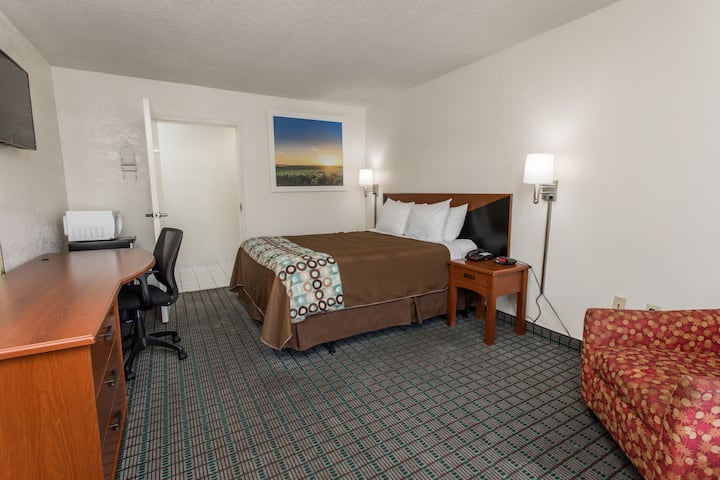 Guest room at the Days Inn Dillon in Dillon, South Carolina
