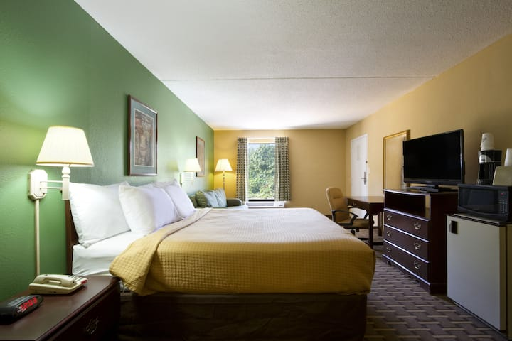 Guest room at the Days Inn & Suites Duncan/Spartanburg in Duncan, South Carolina