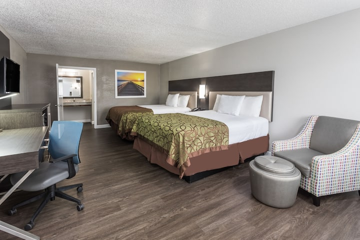 Guest room at the Days Inn Goose Creek in Goose Creek, South Carolina