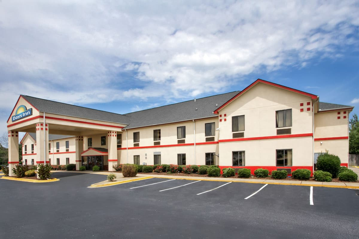 Exterior Of Days Inn Mauldin Greenville Hotel In South Carolina