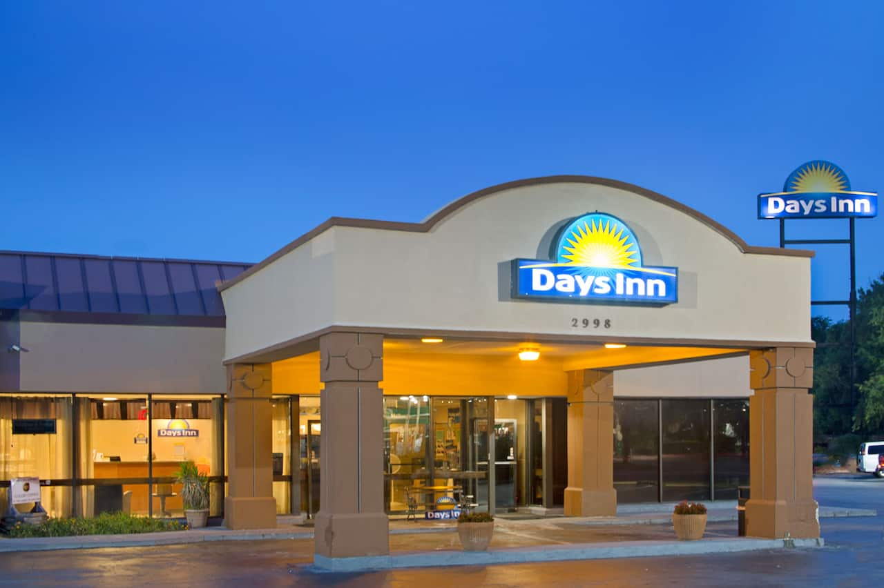 Days Inn Charleston Airport Coliseum in Mount Pleasant, South Carolina