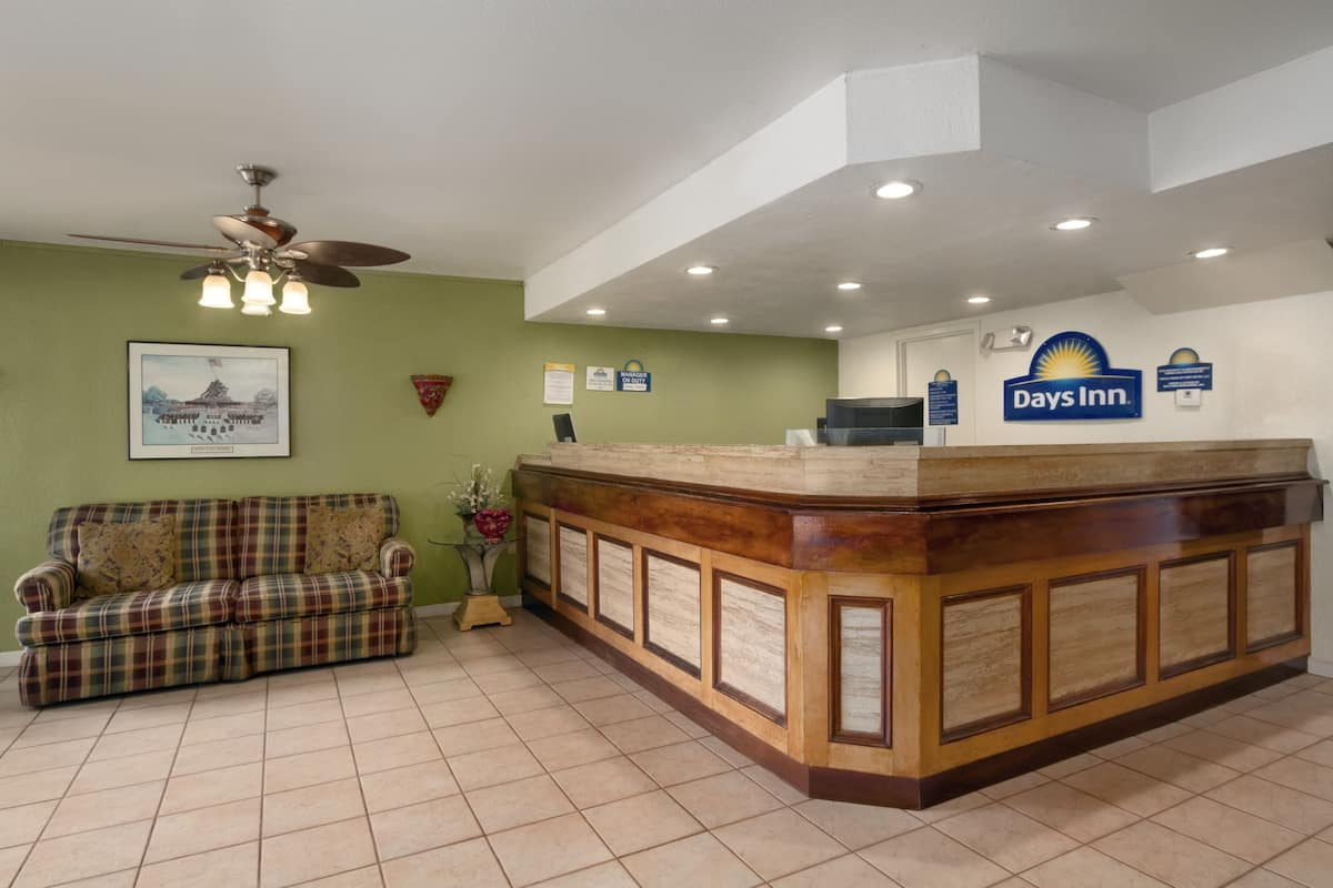 Days Inn Port Royal Near Parris Island Hotel Lobby In South Carolina