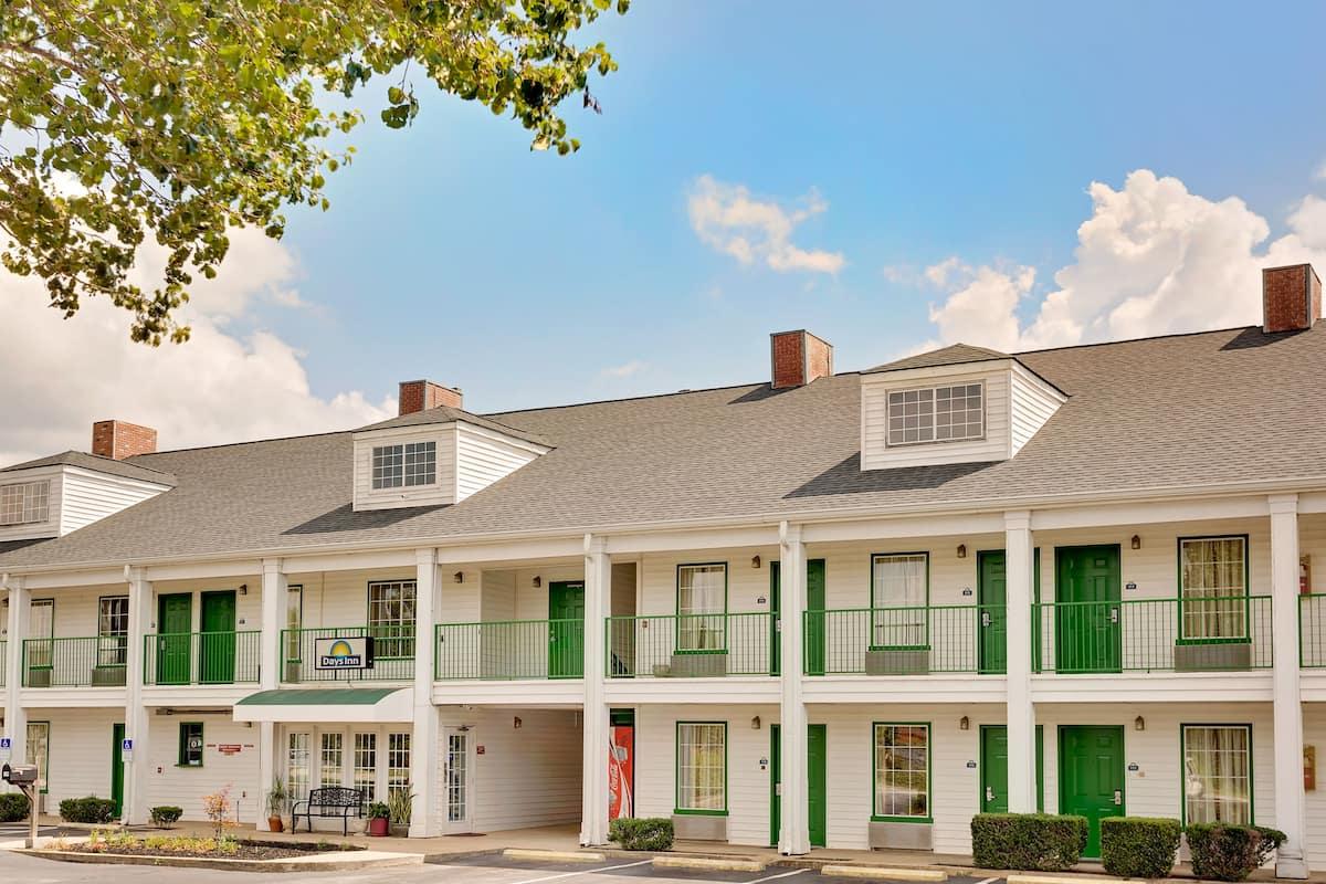Exterior Of Days Inn By Wyndham Spartanburg Hotel In South Carolina