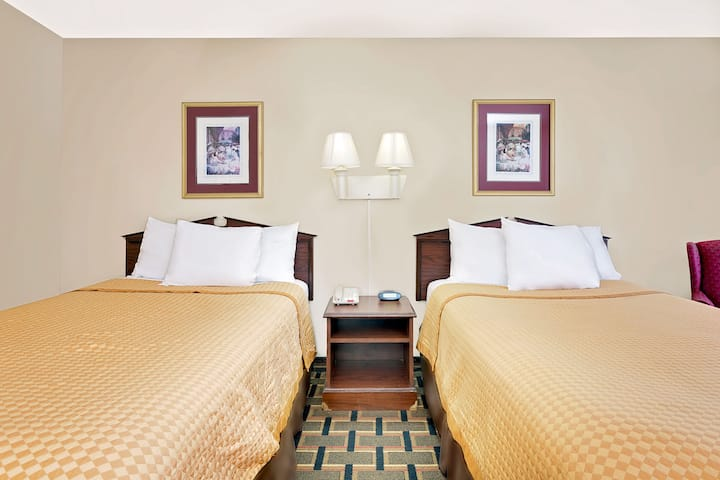 Guest room at the Days Inn Spartanburg in Spartanburg, South Carolina