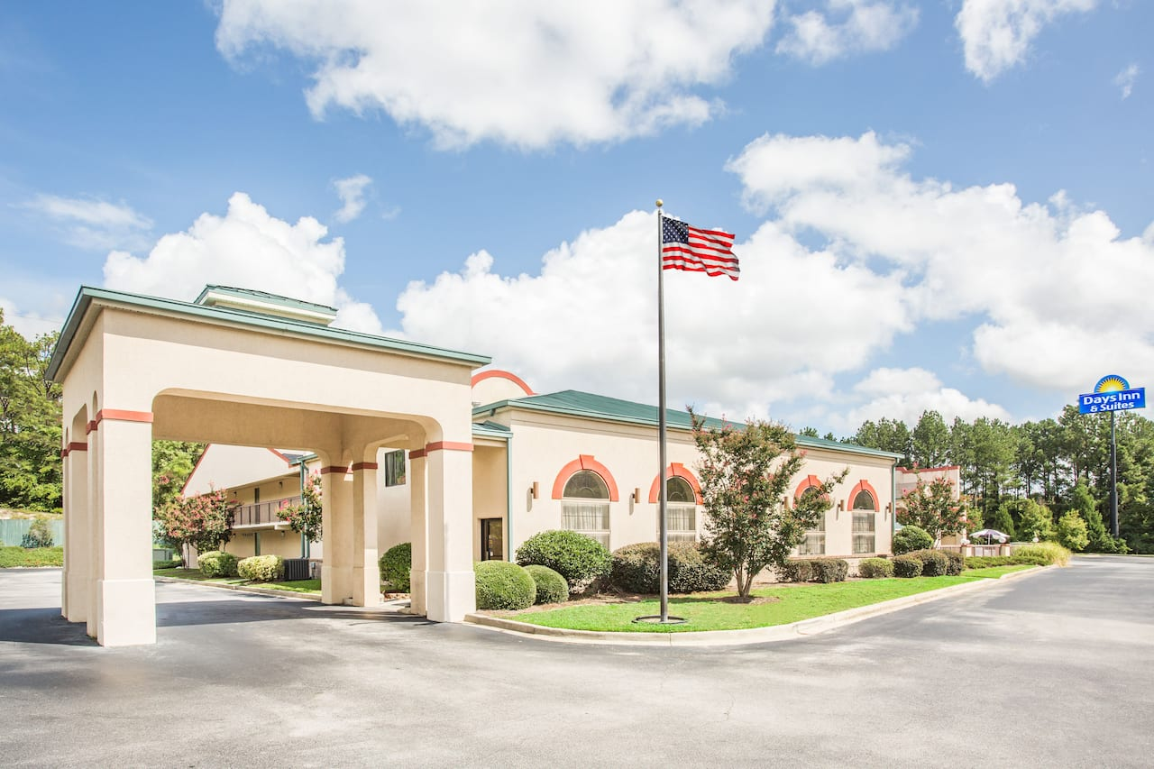 Days Inn & Suites Columbia Airport in Lexington, South Carolina
