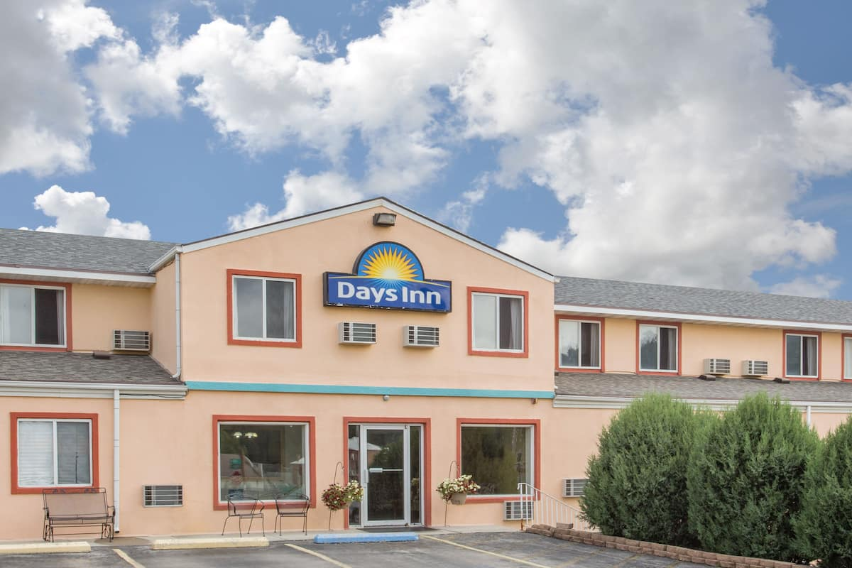 Exterior Of Days Inn Custer Hotel In South Dakota