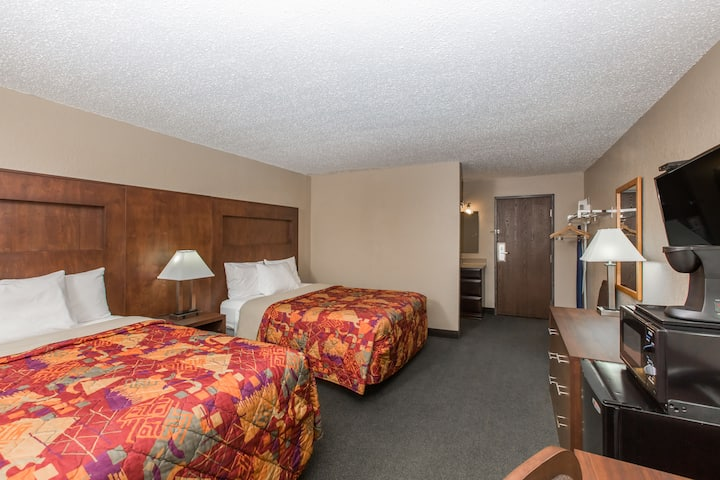 Guest room at the Days Inn Pierre in Pierre, South Dakota