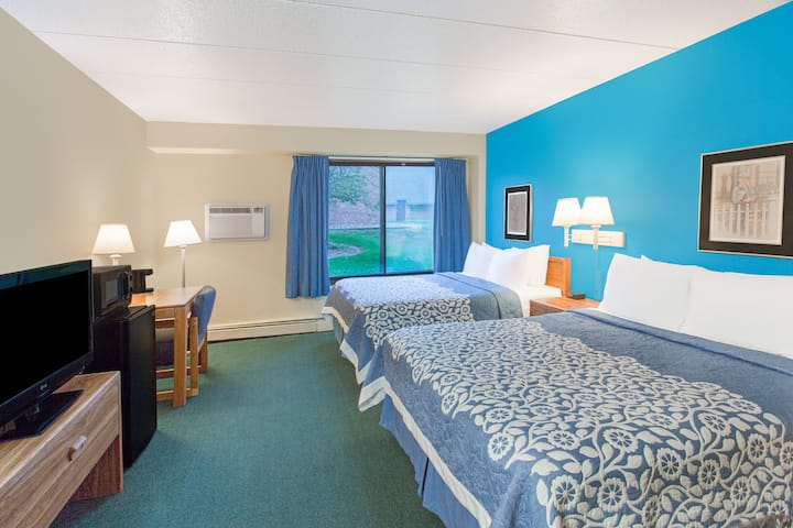 Guest room at the Days Inn Sioux Falls in Sioux Falls, South Dakota