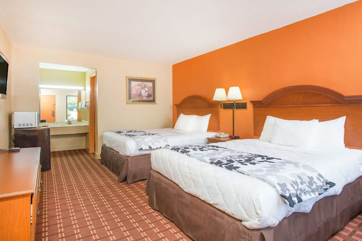 Guest room at the Days Inn Athens in Athens, Tennessee