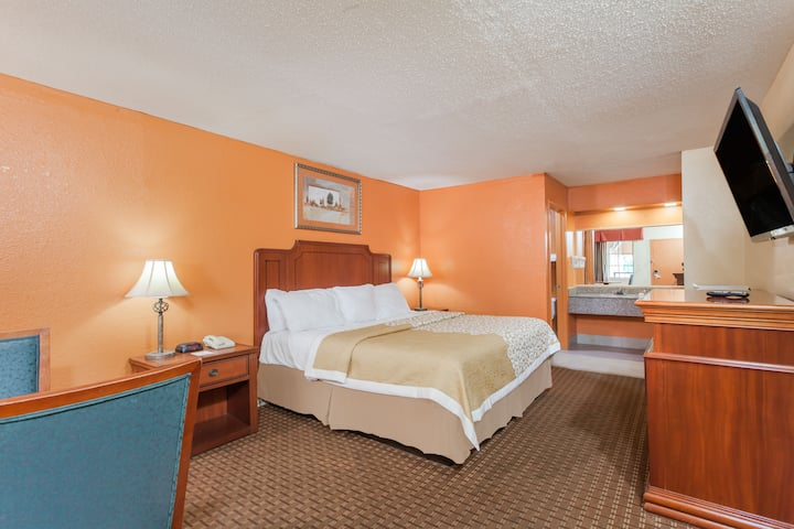Days Inn Columbia suite in Columbia, Tennessee