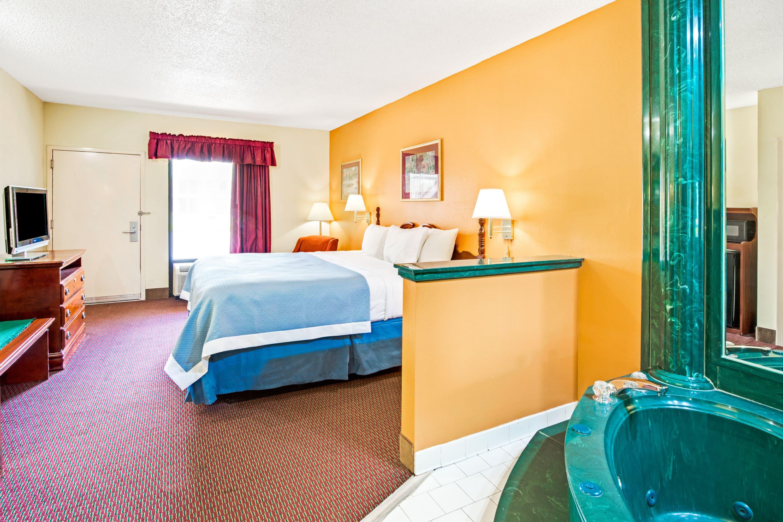 Days Inn Covington suite in Covington, Tennessee