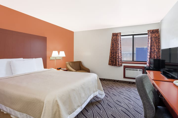 Guest room at the Days Inn Dyersburg in Dyersburg, Tennessee