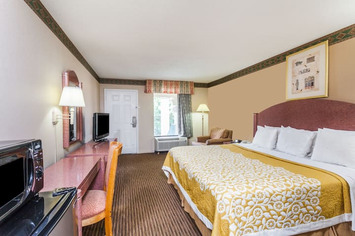 Guest room at the Days Inn Franklin Nashville in Franklin, Tennessee
