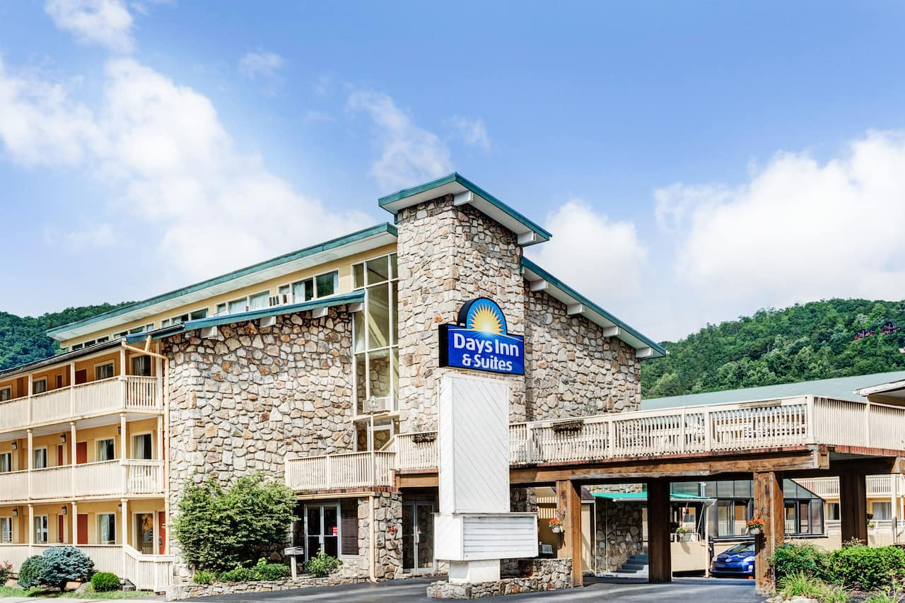 Days Inn & Suites Downtown Gatlinburg Parkway in  Cherokee,  North Carolina