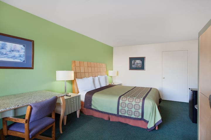 Guest room at the Days Inn Greeneville in Greeneville, Tennessee