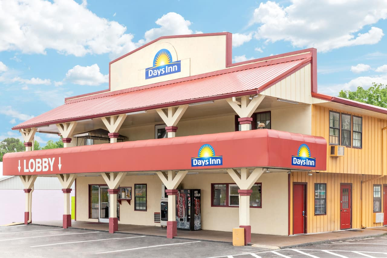 Days Inn Holladay in  Lexington,  Tennessee