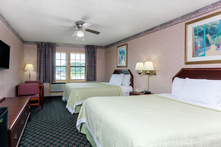 Guest room at the Days Inn Holladay in Holladay, Tennessee