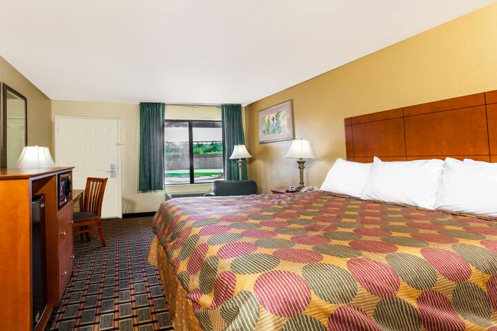 Guest room at the Days Inn - Lebanon in Lebanon, Tennessee