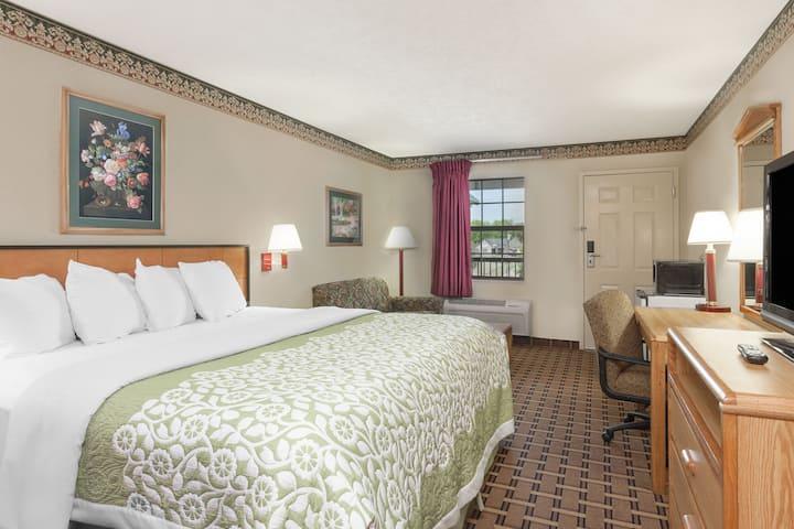 Guest room at the Days Inn Lexington in Lexington, Tennessee