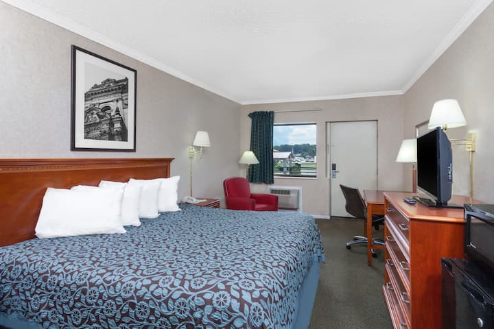 Guest room at the Days Inn Morristown in Morristown, Tennessee