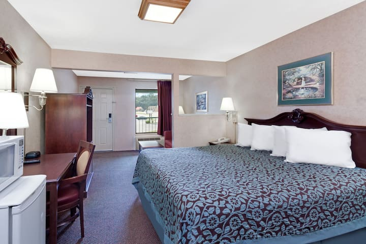 Days Inn Morristown suite in Morristown, Tennessee
