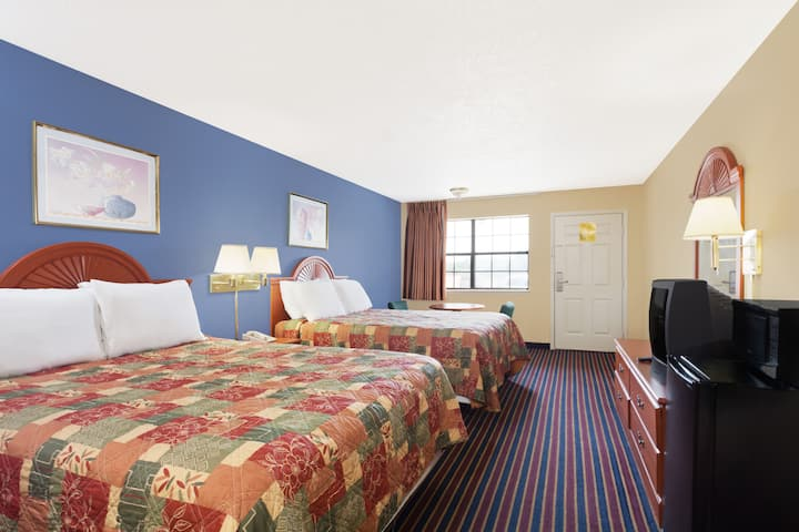 Guest room at the Days Inn Downtown-Nashville West Trinity Lane in Nashville, Tennessee