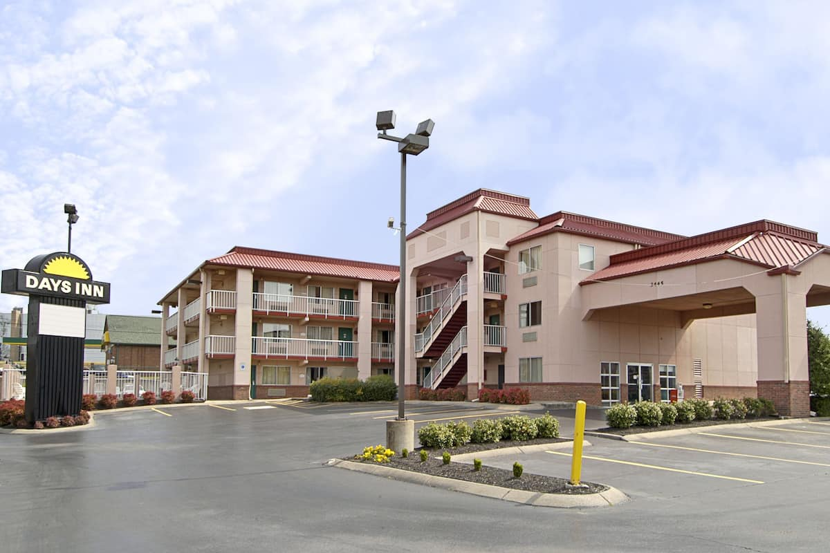 Exterior Of Days Inn Airport Nashville East Hotel In Tennessee