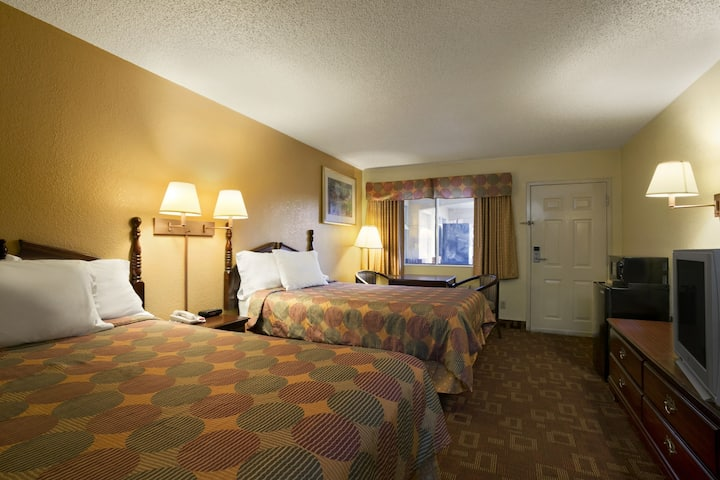 Guest room at the Days Inn Airport Nashville East in Nashville, Tennessee