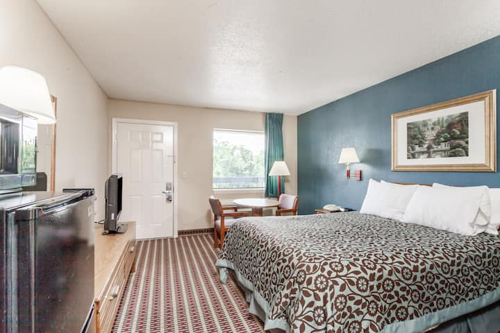 Guest room at the Days Inn Nashville North-Opryland/Grand Ole Opry Area in Nashville, Tennessee