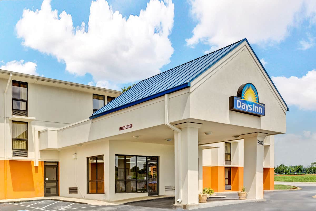 Exterior Of Days Inn By Wyndham Nashville At Opryland Music Valley Dr Hotel In