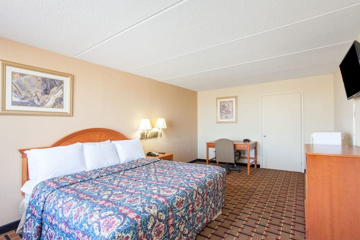 Guest room at the Days Inn & Suites Pigeon Forge in Pigeon Forge, Tennessee
