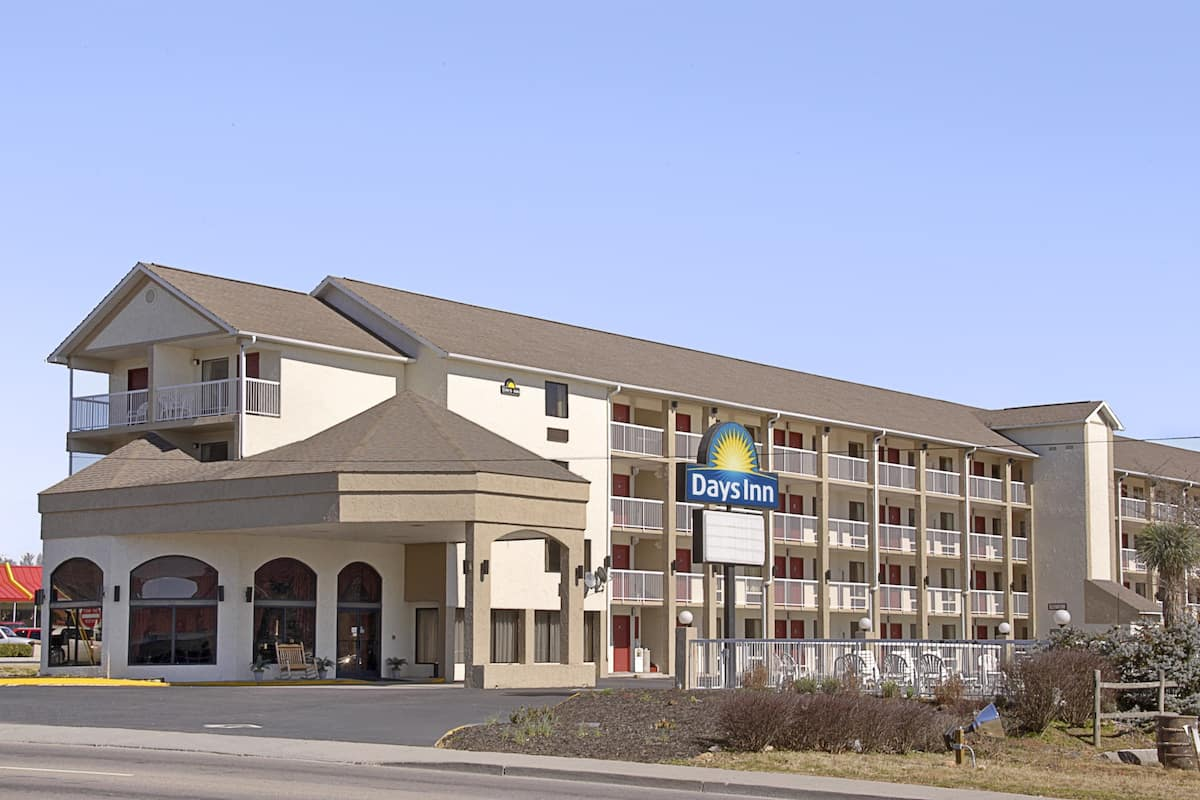 Exterior Of Days Inn Le Valley Sevierville Hotel In Tennessee