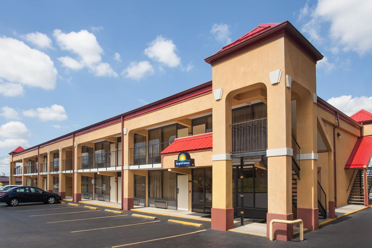 Days Inn Sweetwater in Harriman, Tennessee