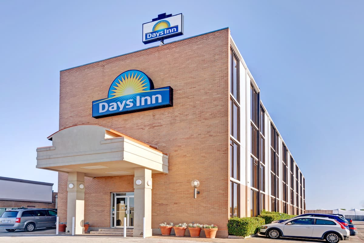 Exterior Of Days Inn By Wyndham Arlington Six Flags At T Stadium Hotel In