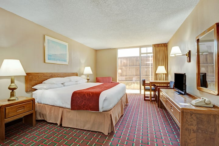 Guest room at the Days Inn Arlington Six Flags/Ballpark/AT&T Stadium in Arlington, Texas