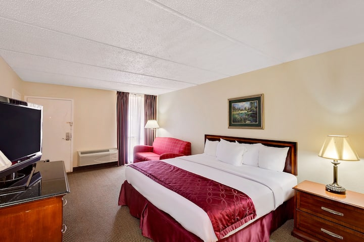 Guest room at the Days Inn Bay City in Bay City, Texas