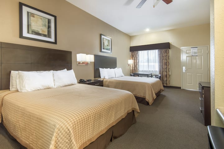 Guest room at the Days Inn Baytown East in Baytown, Texas