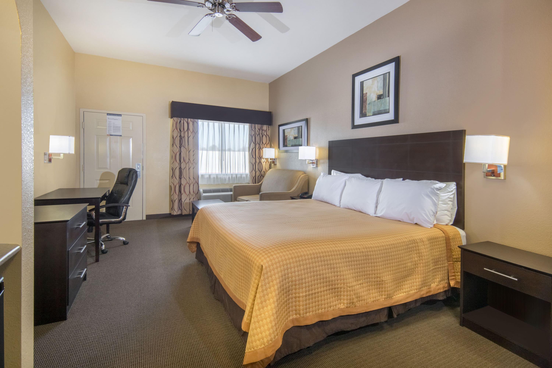 Days Inn Baytown East suite in Baytown, Texas