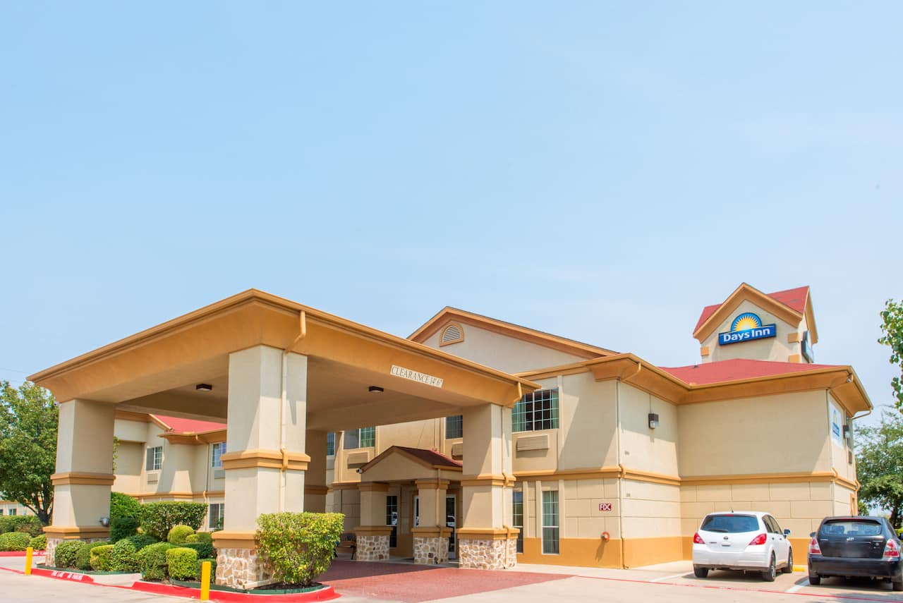 Days Inn Benbrook Fort Worth Area in Keene, Texas