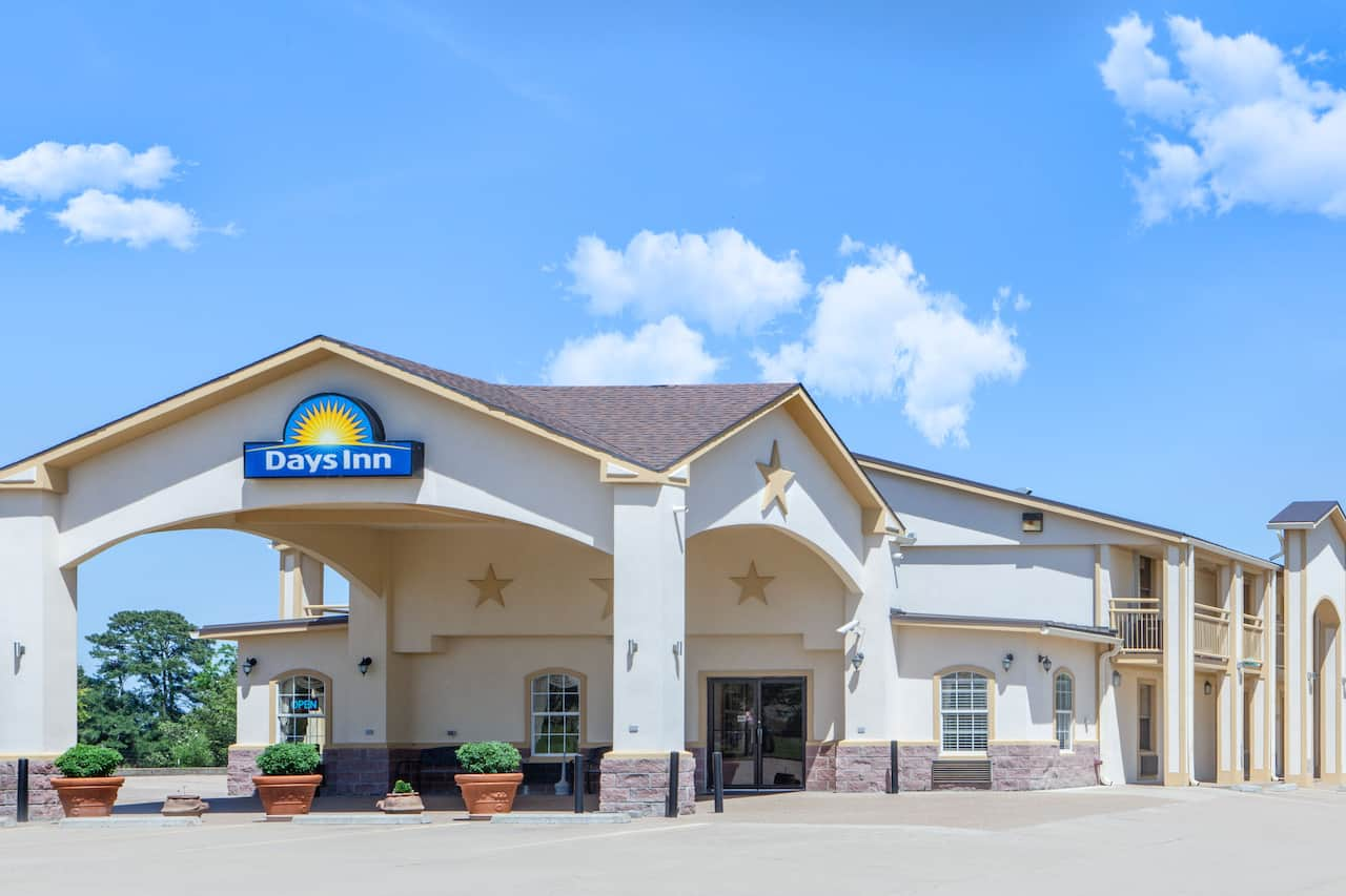Days Inn Centerville in Madisonville, Texas