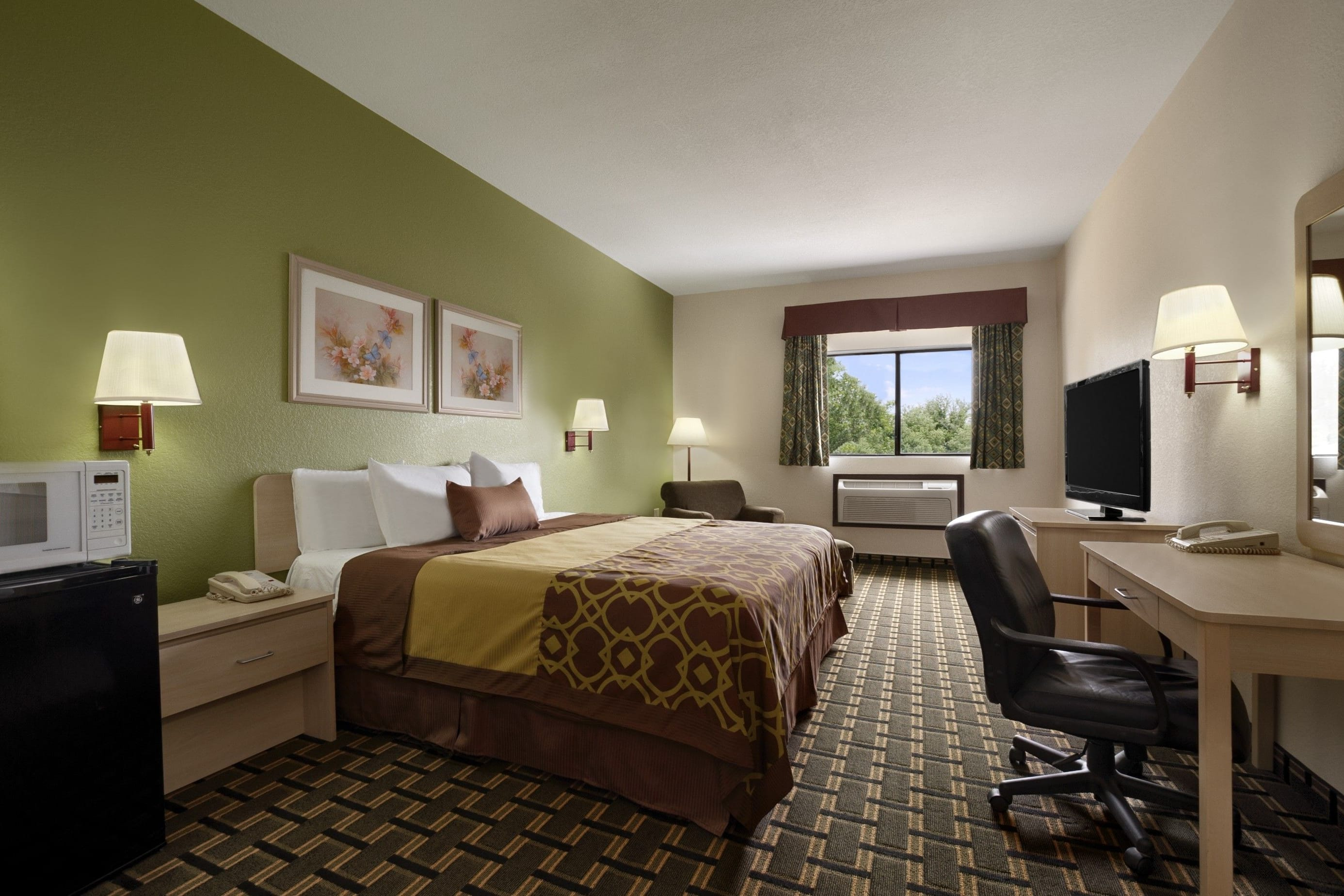Guest room at the Days Inn Childress in Childress, Texas