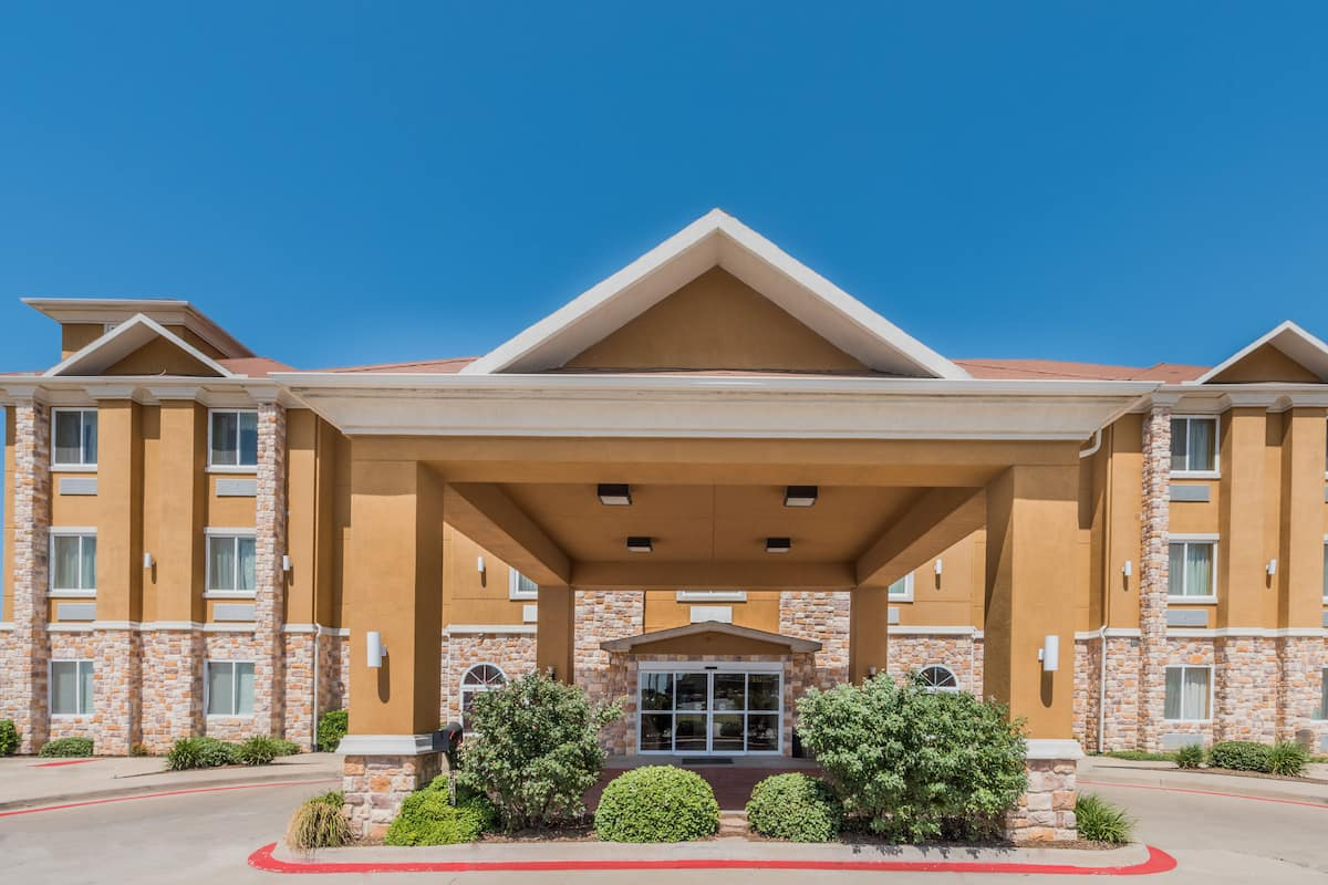 Exterior Of Days Inn Suites Cleburne Tx Hotel In Texas