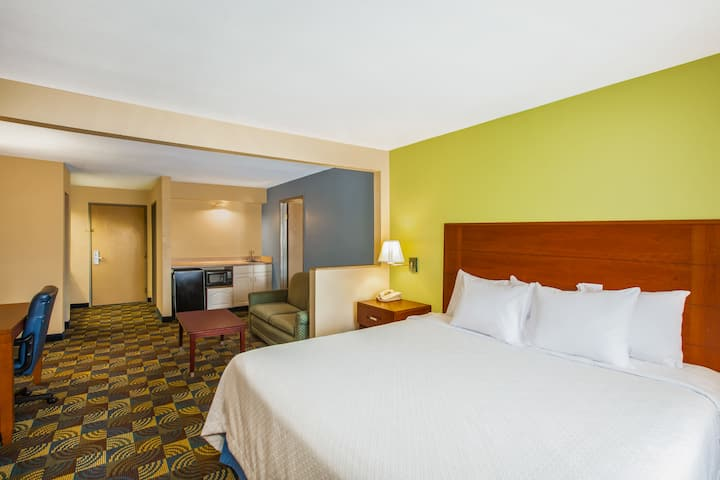 Guest room at the Days Inn And Suites Corpus Christi Central in Corpus Christi, Texas