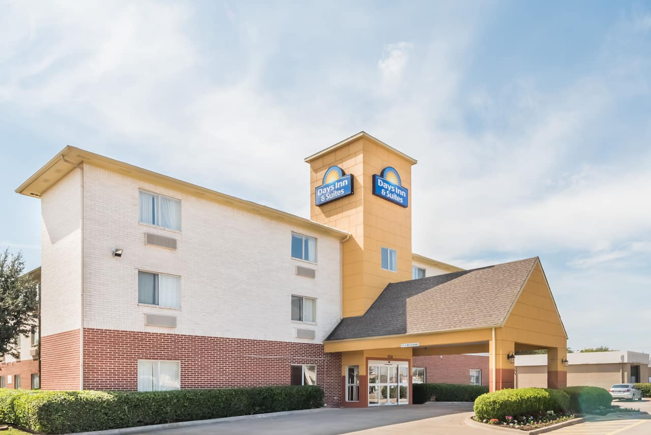 Days Inn & Suites Dallas in Irving, Texas