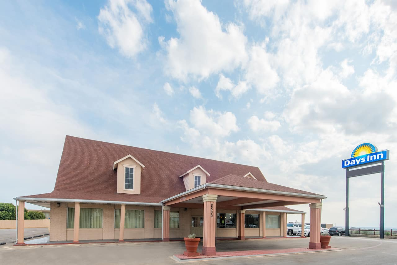 Days Inn Fort Worth West in  Benbrook,  Texas